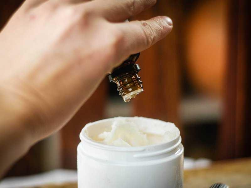 Применение натуральных масел от морщин: плюсы и минусы