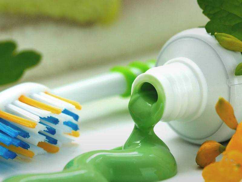 Обзор натуральных зубных паст: достоинства, полезные рецепты, состав и вред средств массового производства