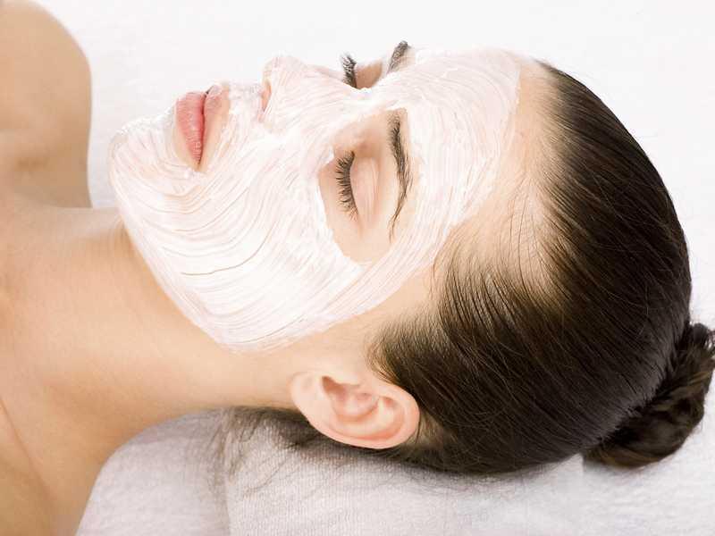 Омолаживающая маска из натурального йогурта для лица: польза, применение и изготовление в домашних условиях