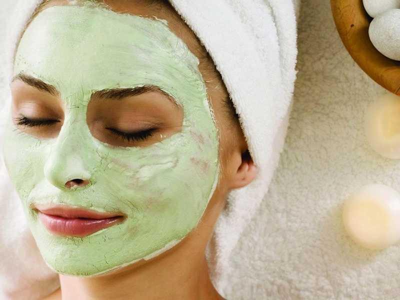 Домашние натуральные маски для лица: польза для кожи, как правильно нанести средство и лучшие рецепты